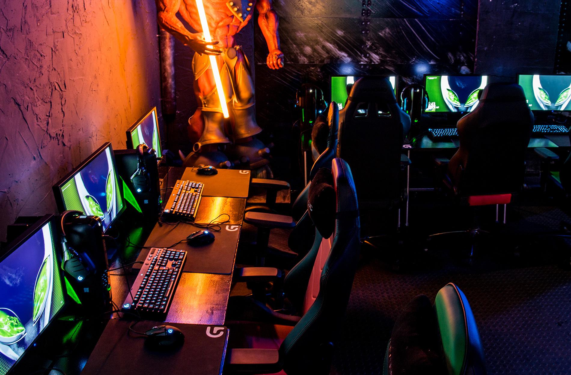 gaming bar k ln. Black Bedroom Furniture Sets. Home Design Ideas